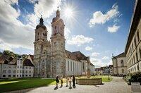 Im Stiftsbezirk Sankt Gallen: die Stiftskirche St. Gallus und Otmar.