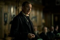 Sir Patrick (David Thewlis)
