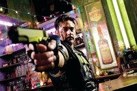 Wenn schon Superheld, dann aber mit einer Menge Spaß: The Comedian (Jeffrey Dean Morgan) ...