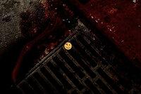 Der Superheld The Comedian wurde aus dem Fenster seiner Wohnung geworfen. Zurück bleibt nur der blutbefleckte Smiley-Button des Comedian ...