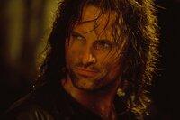 Aragorn (Viggo Mortensen) und die anderen Gefährten beschließen, die Suche nach den verschleppten Hobbits aufzunehmen ...