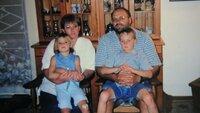 Christel, Deon und die 14-jährige Marthella Steenkamp werden in ihrem Wohnzimmer hingerichtet. Sie hinterlassen einen Sohn. Ein Bild aus glücklichen Tagen.