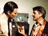 ARD SCHLACHT UM MIDWAY (midway), USA 1975, Regie Jack Smight, am Samstag (25.06.11) um 02:20 Uhr im Ersten. Captain Garth (Charlton Heston, li.) und Commander Rochefort (Hal Holbrook) geraten in Streit über ihre Kriegstaktik.