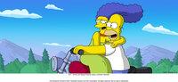 Auch nach vielen Ehejahren können Marge (l.) und Homer (r.) immer noch romantische Stunden zu zweit genießen ...