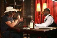 Der reiche Jimmy (50 Cent, r.) erinnert seinen Spieler Jefferson (Mickey Rourke, l.) nur zu gerne daran, wie er zum Roulettespiel kommt ...