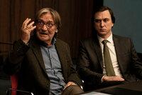 GOTT Matthias Habich als Richard Gärtner, Lars Eidinger als Rechtsanwalt Biegler SRF/ARD/Degeto/MOOVIE/Julia Terjung