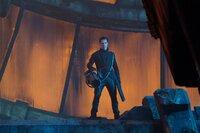 Noch ahnt die Crew der Enterprise nicht, dass der intelligente Bösewicht Khan (Benedict Cumberbatch) seine Leute in den 72 Torpedos versteckt hat, die momentan im Raumschiff lagern ...