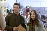 Jessica (Elizabeth Henstridge) und Nick (Ryan Paevey) sollen gemeinsam die Planung für die diesjährige Weihnachtsausstellung übernehmen.