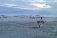 Kein Gold, kein Drink: Strandgrundstück bei Nome, Alaska.