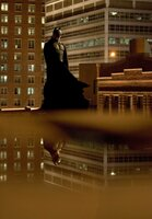 Erst als Batman (Christian Bale), als Jäger aller Schurken, findet Millionärssohn Bruce seinen Platz im Leben ...