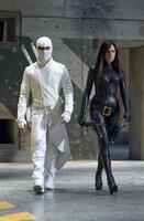 """Haben die Geheimorganisation Cobra zu einem blutigen Verein gemacht: Ninja Meister Storm Shadow (Byung-hun Lee, l.) und die """"Baroness"""" (Sienna Miller) ..."""