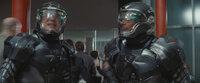 Steigen bei den G.I. Joes ein: die beiden Elitesoldaten Duke (Channing Tatum, l.) und Ripcord (Marlon Wayans, r.) ...