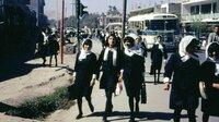 Afghanische Schulmädchen in Kabul auf dem Weg zur Schule, Afghanistan 1967/68