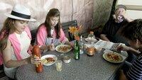 Sylwias Kinder besuchen sie und Fürst Heinz auf dem Campingplatz