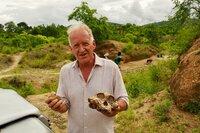 Paläoanthropologe Friedemann Schrenk im Grabungscamp Malema in Malawi.