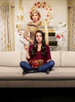 Christine Baranski (Ruth, Amys Mutter), Mila Kunis (Amy Mitchell).
