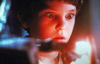 Immer wieder überrascht der Außerirdische E.T. Elliott (Henry Thomas) mit seinen unglaublichen Fähigkeiten.