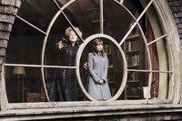 Tante Josephine (Meryl Streep, l.) will wirklich das Beste für Violet (Emily Browning, r.) und ihre Geschwister. Doch auch sie rechnet nicht mit Onkel Olafs Skrupellosigkeit ...