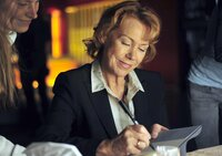 Elli Berger-Voigt (Gaby Dohm) genießt ihren Erfolg als Bestsellerautorin