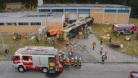 Ein Großeinsatz der Feuerwehr wegen eines umgestürzten Buses wird bis ins Detail geplant.
