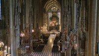Der Altar im Stephansdom ist der persönliche Kraftplatz von Dompfarrer Toni Faber.