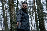 Iyad (Ardakan Esmaili) bekommt den Auftrag, Victoria und Oskar zu erschießen.