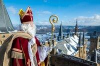 Der Nikolaus auf dem Fahnenturm der Burg Hohenzollern.