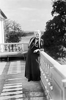 Selma Lagerlöf auf dem Balkon von Mårbacka