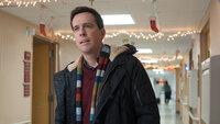 Der Vater zweier Jungs und einer fluchenden Vierjährigen, Hank (Ed Helms), hat noch keinem Verwandten erzählt, dass er kürzlich seinen Job verloren hat. Er will keinem das Weihnachtsfest verderben - doch wie lange kann das noch unbemerkt gut gehen?