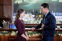 Jessica (Elizabeth Henstridge) trifft auf den gut aussehenden Dekorateur Nick Perrelli (Ryan Paevey).  Die Verwendung des sendungsbezogenen Materials ist nur mit dem Hinweis und Verlinkung auf TVNOW gestattet.