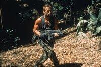 Major Dutch Schaefer (Arnold Schwarzenegger) und seine Truppe stellen sich einem blutgierigen Feind, der die Menschheit bedroht ...