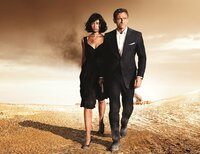 Camille (Olga Kurylenko), James Bond (Daniel Craig)