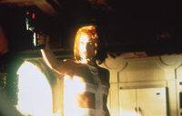 Um den monströsen Anti-Materie-Kometen aufhalten zu können, muss Leeloo (Milla Jovovich) vier Steine, die Symbole der vier antiken Elemente Feuer, Erde, Wasser und Luft, in ihren Besitz bringen. Doch sie hat einen mächtigen und skrupellosen Gegner ...
