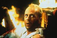 Eines Tages verliebt sich der Lufttaxifahrer Korben Dallas (Bruce Willis) in eine geheimnisvolle Fremde ...