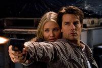 Das CIA, das FBI und ein skrupelloser Waffenhändler haben sich an ihre Fersen geheftet: June (Cameron Diaz, l.) und Roy (Tom Cruise, r.) ...