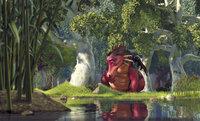 Shrek ist in großer Gefahr! Verzweifelt bittet der sprechende Esel (l.) die Drachendame (r.) um Hilfe ...