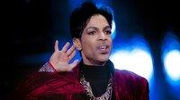 """Die ganze Welt ist fassungslos, als Prince - und damit eine Legende der Musikgeschichte - im Frühjahr 2016 plötzlich stirbt. """"Die Moderne hat keinen großartigeren Pop-Star hervorgebracht als Prince"""", so die """"Washington Post"""". Prince galt als Grenzüberschreiter, für den es keine Vorschriften gab: Er ließ sich von nichts und niemandem einschränken, weder in seinem Handeln oder seinen Ideen noch in seinem Stil, der von R&B, Funk, Pop, Rock, Soul über Blues bis hin zum Jazz reichte. Der Workaholic veröffentlichte in fast 40 Jahren 34 Alben, die sich über 100 Millionen Mal verkauften, darunter die weltbekannten Hits """"Purple Rain"""" (im gleichnamigen Film spielte Prince die Hauptrolle), """"When Doves Cry"""", """"Kiss"""", """"Sign O' The Times"""" und viele weitere."""