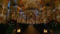In der Kirche des ehemaligen Zisterzienser-Klosters Raitenhaslach bei Burghausen, die zu den schönsten und bedeutendsten Barockbauten Bayerns zählt.