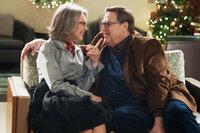 Alle Jahre wieder - Weihnachten mit den Coopers Diane Keaton als Charlotte, John Goodman als Sam SRF/Studiocanal GmbH