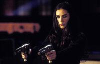 Eine heiße Spur im Fall der verschwundenen Ringe führt zu Madison Lee (Demi Moore), einer ehemaligen Mitarbeiterin von Charlie...