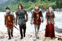 Edmund (Skandar Keynes), Prinz Kaspian (Ben Barnes), Peter (Wiliam Moseley) und Susan (Anna Popplewell) sind bereit für die Schlacht