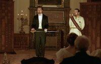 Als der Illusionist Eisenheim (Edward Norton, l.) während einer Vorstellung den rachsüchtigen und hemmungslosen Kronprinzen Leopold (Rufus Sewell, r.) beleidigt, eskaliert der Streit zwischen ihnen - mit weitreichenden Folgen ...