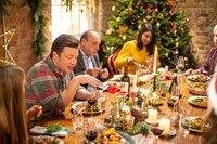Jamie Oliver beweist in seinem Weihnachtsspezial _Jamies leichte Weihnachtsküche_, wie spielend leicht es ist, stressfreie und köstliche Festtagsgerichte für die ganze Familie zu kochen.