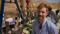 In der kargen Wüste Nord-Ägyptens entdeckte ein Forschungsteam eine Pyramide mit einer versiegelten Grabkammer. Wenn Archäologen sie öffnen, kommt ein antiker Tatort zum Vorschein.   Die Verwendung des sendungsbezogenen Materials ist nur mit dem Hinweis und Verlinkung auf TVNOW gestattet.
