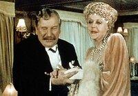 """KinoKlassiker - Jahrhundertfilme """"Tod auf dem Nil"""" Der belgische Meisterdetektiv Hercule Poirot (Peter Ustinov) macht die Bekanntschaft von Mrs. Van Schuyler (Bette Davis)."""