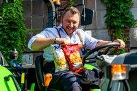 Die Tricks der Lebensmittelindustrie sind so vielfältig wie das Sortiment im Supermarkt - und Brancheninsider Sebastian Lege kennt sie alle. Was steckt im Veggieburger, was haben Erdnussflips mit Plastikspielzeug gemeinsam, und was bedeutet High-Protein?
