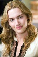 Kate Winslet (Iris).
