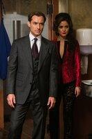Wer hätte das gedacht, aber CIA-Agent Bradley Fine (Jude Law, l.) scheint mit der gefährlichen Gangsterbraut Rayna Boyanov (Rose Byrne, r.) gemeinsame Sache zu machen ...