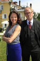 Suppenfabrikant Theo Hansen (Günther Maria Halmer) lernt die charmante Wirtin Carla (Angela Roy) kennen.