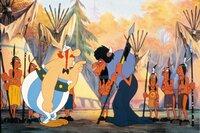 Obelix (li.) verlangt von dem Schamenen die Freilassung Miraculixs.